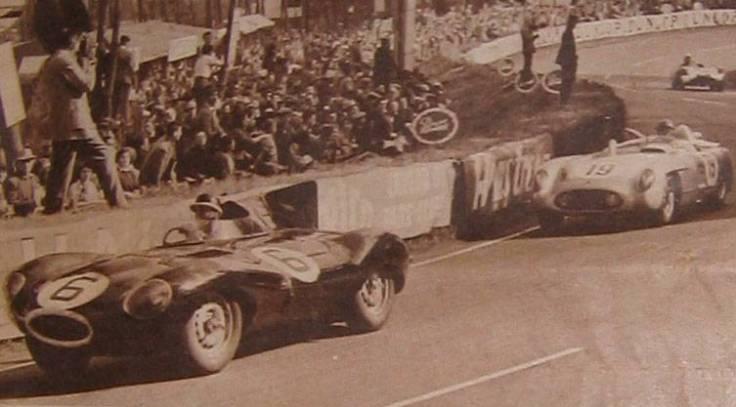 Hawthorn en tête devant Fangio Source : Le Miroir des Sports