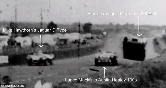 Cliché pris à l'instant où la Mercedes de Pierre Levegh décolle au contact de l'aile de l'Austin-Healey de Lance Macklin Source : Dailymail