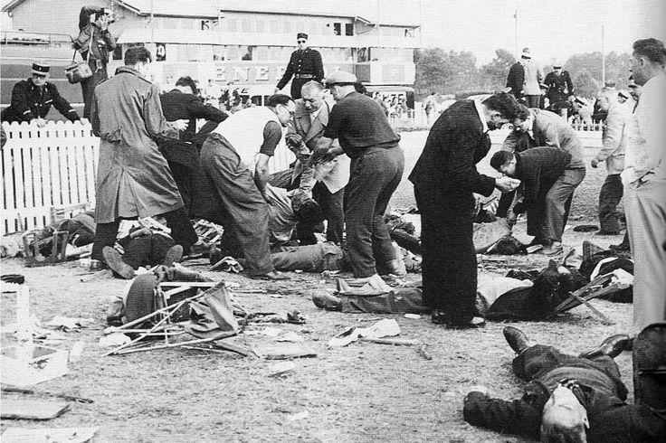 Les gendarmes et les secouristes dégageant les corps et les victimes Source : stevemckelvie.com