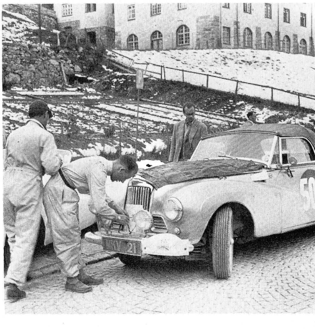 Stirling Moss lors de la Coupe des Alpes 1953