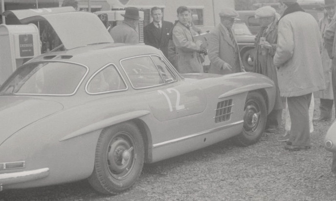 Mercedes 300SL n°12 du Vicomte du Barry avant le départ de la course Source : Collection George Phillips