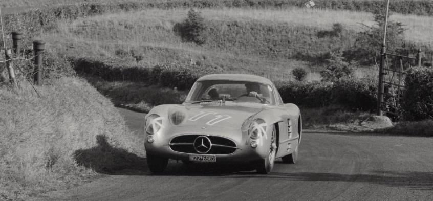 Le légendaire Coupé 300SLR Uhlenhaut lors des essais, portant le n°11 qui sera attribué à la 300SLR de Von Trips et André Simon lors de la course Source : Collection George Phillips