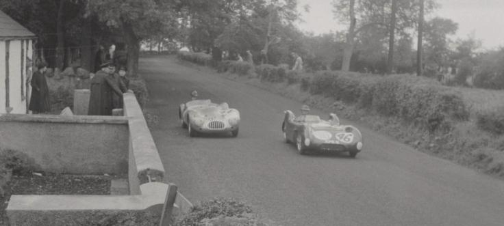 La Lotus Climax n°46 de Colin Chapman devant la Kieft-Climax 1100 de Plunkett et Rippon Source : Collection George Phillips