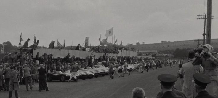 Le départ type Le Mans est donné, les pilotes s'élancent ! Source : Collection George Phillips