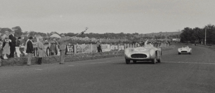 Stirling Moss, vainqueur du Tourist Trophy 1955 Source : Collection George Phillips
