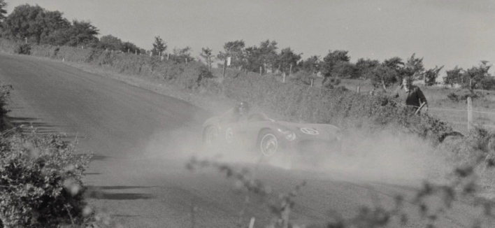 La Maserati 300S de Luigi Musso en fâcheuse posture Source : Collection George Phillips