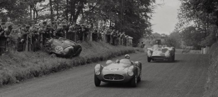 La Maserati A6GCS n°24 au premier plan. Derrière, la Ferrari 875 Monza n°5 de Maglioli/Trintignant. Sur le bas côté, une Porsche 550 Spyder. Source : Collection George Phillips