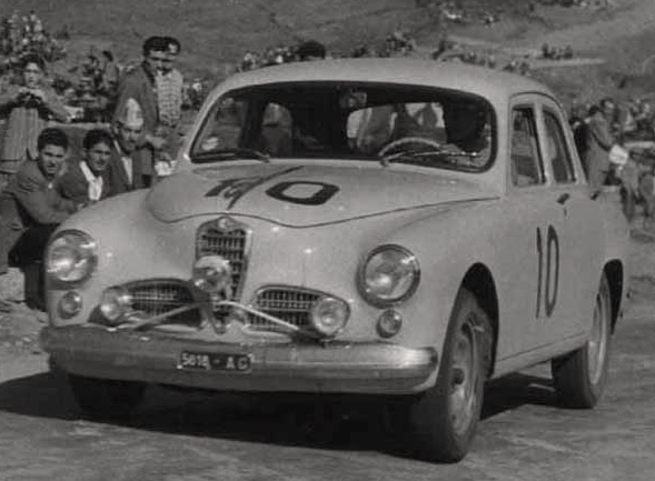 Alfa Romeo 1900 TI n°10, première voiture à s'élancer.