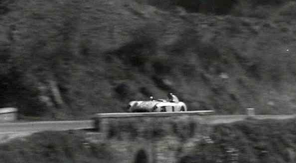 Avec le n°112, voici la 300SLR de Fangio et Kling.