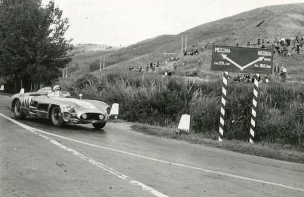 Il s'agirait de ne pas se tromper de route pour la 300SLR n°104 de Stirling Moss et Peter Collins.