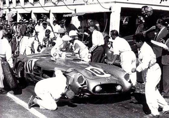 Ravitaillement et relais des pilotes entre Collins et Moss.