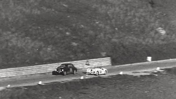 La Jaguar n°24 en pleine action, au début de la course.
