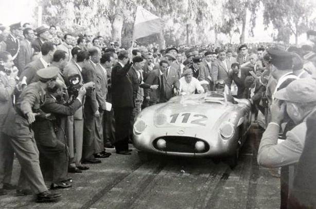 La n°112 est celle du duo Fangio/Kling.