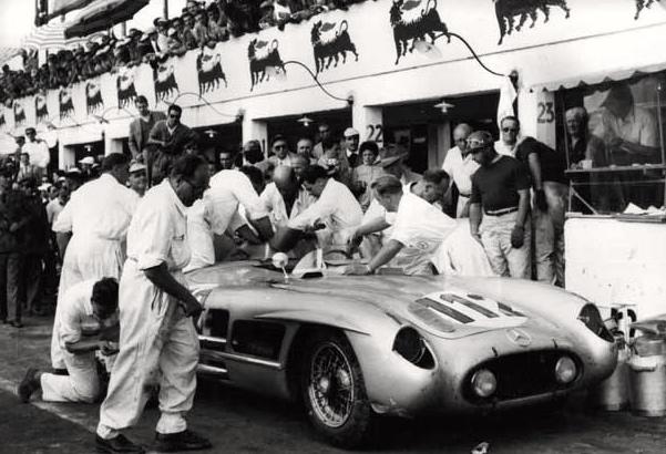 … celui ci n'est pas étanche. Fangio observe.
