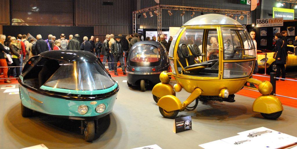 à gauche : L'Ellipsis (1990), prototype futuriste de Philippe Charbonneaux / à droite : L'Automodule (1968) conçu par Jean-Pierre Ponthieu pour une opération publicitaire.