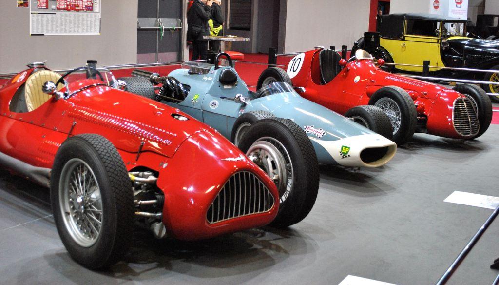 de gauche à droite : Alta 1,5 GP ; McLaren M3A ; Maserati A6GCM
