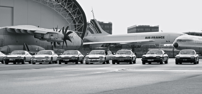 Les Jaguar XJS sur le parking d'Aéroscopia