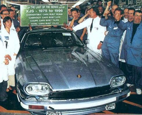 La dernière XJS sort des chaines d'assemblage après 21 ans de production et 115415 modèles fabriqués.