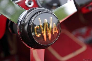 Les initiales de Charles Ward sur les écrous de roue, le centre du volant et la bagagerie.