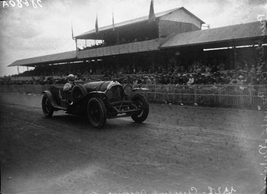 bentley_4_of_barnato_and_rubin_at_the_1928_24_hours_of_le_mans_2