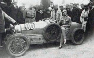 Lucy_Schell_à_la_Coupe_de_Bourgogne_1928_sur_Bugatti_37A-500x310