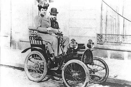 BestDrive-La-Duchesse-dUzès-au-volant-de-son-automobile