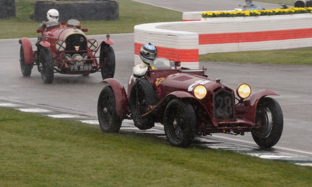 Blower Bentley pushes Alfa Monza into a mistake